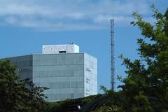 Antenna (blondinrikard) Tags: vstsvenskahandelskammaren hghus kontorshus byggnad building antenn antenna trdgrdsfrenignen trees sky clouds moln