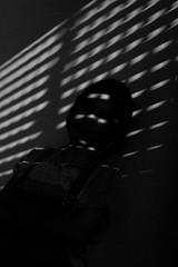 Persiana (fanfamauricio) Tags: light girl silhouette contrast contraste luzes pretoebranco silhueta brancoepreto