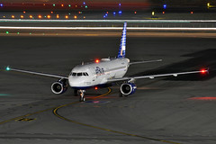 N652JB (Rich Snyder--Jetarazzi Photography) Tags: california ca night plane dark airplane lights sfo aircraft jet airbus jetblue arrival airliner millbrae a320 arriving jetliner sanfranciscointernationalairport ksfo jbu b6 a320200 atower a320232 jetblueairways rcta n652jb outwiththeoldinwiththeblue ramptowera