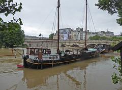 2016.06.02.072 PARIS - La Seine en crue au port des Saints Pres (alainmichot93 (Bonjour  tous)) Tags: paris france seine eau ledefrance bateau fleuve crue laseine 2016