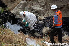 Trying to Collect Oil Spill (Greenpeace USA 2016) Tags: oil spill pipeline fossilfuel ventura california pollution cleanup crude ca usa