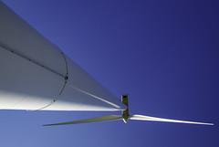Viewfinder-windturbine-fotograferen-eigenzinnige-fotografie-11 (sven.vansantvliet) Tags: windmill blauw rood wit windturbine limburg windmolen lijnen strak