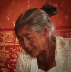 (scinta1) Tags: portrait people bali face indonesia temple character traditional ceremony oldwoman kampung pura keluarga kintamani dadong 2015 kedisan