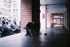 (liendalienda) Tags: life street film walk superia contax 400 fujifilm taipei t3 contaxt3 xtra