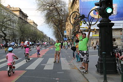 SZERVEZO green light (hbienvenu) Tags: bicycle kids hungary budapest criticalmass biking greenlight bikers