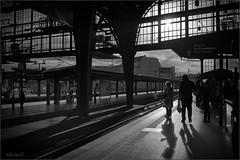Im Bahnhof Friedrichstraße - sw (Helmut Reichelt) Tags: leica bw berlin germany deutschland abend bahnhof stadt sw spree m9 friedrichstrase voigtlandernokton35mmf14sc silverefexpro2 captureone7