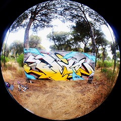 Cellograff por el campo. (BLYW de ABDT) Tags: espaa de spain huelva graffity crew graff base taker a bliw abdt abasedetaker blyw