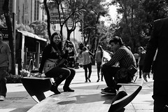 Enjoy... (Jesus Alducin) Tags: street city parque boy two people blackandwhite bw eye public mexico persona town photo calle mujer aperture women couple play view ride sony centro young streetphotography free ciudad center iso shutter pro reforma popular mirada caminata f4 share jovenes focal callejera streetphotographer sonyalpha alducin sonyalpha390 jesusalducin
