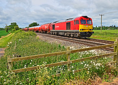 60063 with 6B13. (curly42) Tags: crossing transport railway tug tanks dbs murco class60 60063 6b13 keenescrossing