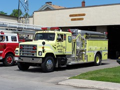 SFFD Pumper 69 a 1987 International S2574 / Superior Emergency vehicles canopy cab fire engine Smiths Falls, Ontario Canada 06152006 ©Ian A. McCord (ocrr4204) Tags: ontario canada yellow jaune truck kodak 1987 911 superior pump firetruck international camion vehicle pointandshoot mccord sffd emergency ihc pumper smithsfalls z740 autopompe s2574 ianmccord ianamccord smithsfallsfiredepartment superioremergencyvehicles canopycab pumper69