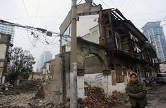中国经济危机未解 国殇64年至崩溃边缘