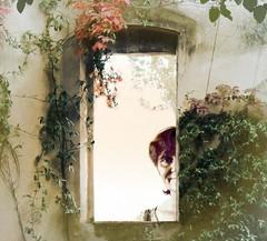 La finestra (Mirtylla.M) Tags: casa finestra ritratto viso