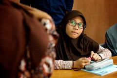 IMG_1416 (Alazhaarp) Tags: girl training student veil young hijab stare curious yogyakarta journalism kota perempuan batik coklat smp pelajar gadis kerudung pelatihan perpustakaan jurnalistik