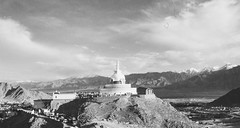 Shanti Stupa (Mrtn_Rckrt) Tags: india mountains analog 35mm canon kodak tmax stupa analogue shanti leh eos5 ladakh