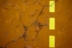 Franchir la frontière (Gerard Hermand) Tags: 1502072060 orange peinture craquelure crack gerardhermand france paris eos5dmarkii abstract abstraction abstrait jaune mur paint wall yellow canon