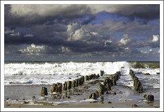 _DSC0349 (fototaza) Tags: sea sky cloud beach water nikon waves breakwater koobrzeg morze batyk d7000