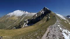 Eleganza dalla forcella Angagnola (EmozionInUnClick - l'Avventuriero's photos) Tags: panorama montagna sibillini montepriora pizzoberro forcellaangagnola