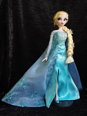 SQ Elsa (sh0pi) Tags: november snow frozen inch doll disney queen le 17 limited edition sq elsa disneystore puppe 2013 limitiert vllig deboxed unverfroren eisknigin