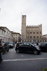 Ascoli com': la prima torre Merli pende di circa 3 (2016) (Orarossa) Tags: italy italia marche torrependente ascolipiceno piazzasantagostino palazzomerli ~3