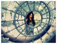 Horloge virtuelle / Virtual clock (Delssia Imaginaryland) Tags: woman garden femme jardin secondlife lucarne