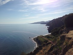 Acantilados de Maro. (alvaromoreto) Tags: sea summer photo acantilado nerja maro