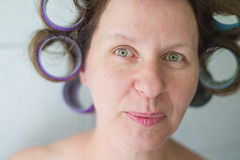 Sunday morning with curls (Traveller_40) Tags: portrait bathroom 50mm prime eyes availablelight fliesen bad lips tiles freckles curler augen dorothea justforfun curlers lippen freq smallspace locken tightcrop eyebrowes haircurlers augenbrauen tightspace sunbounce lockenwickler primelense refeflector sunbouncemini engerschnitt