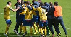 """Sich freuen. Die Männer freuen sich. Die Fußballspieler freuen sich. • <a style=""""font-size:0.8em;"""" href=""""http://www.flickr.com/photos/42554185@N00/27476900510/"""" target=""""_blank"""">View on Flickr</a>"""