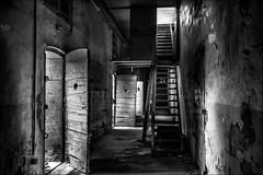 Sordide corridor (vedebe) Tags: city monochrome architecture noiretblanc nb prison cellule ville urbain escaliers portes abandonn couloirs netb gele