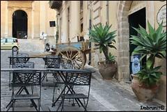 vicoletti barocchi (imma.brunetti) Tags: noto piante pietra sedie carretto ristorante sicilia pavimentazione vasi tavolini vicoletto
