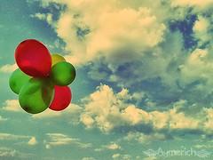 Sometimes... (Aymerich) Tags: ballon cris globo letitgo aymerich