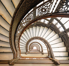 Here we go again (The New No. 2) Tags: johncrouch copyright2016johncrouch johncrouchphotography abstract architectural architecture art beautiful building burnham chicago circle circular city climb curve decorative design down geometric handrail il ilillinois illinois inside interior landmark loop old perspective railing rookery root round shape spin spiral stair staircase stairway stairwell step structure swirl travel turn twist up urban vintage white unitedstates us ironwork