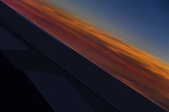 Diagonale cleste (Isabelle Gallay) Tags: light sunset sky orange usa sun colors america plane soleil fuji couleurs nevada ciel fujifilm avion diagonale amrique etatsunis