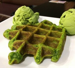 Matcha waffle! (tseenster) Tags: green dessert sweet icecream sweets matcha greentea waffles waffle greenfood
