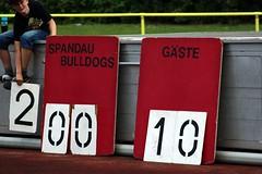 __IMG_8493 (blood.berlin) Tags: family fun coach referee team banner virgin magdeburg return qb win guards touchdown bulldogs tackle americanfootball punt fieldgoal spandau bulldogge gameball
