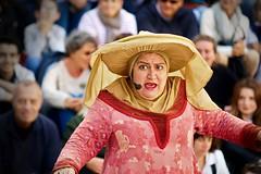 Scnes de mnage burlesques par la compagnie Les Joyes du Mariage. (thomaslefloch) Tags: costume chapeau bayeux spectacle dguisement lesmdivalesdebayeux