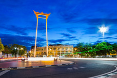 Giant Swing (Dr.Bullshit) Tags: road street old longexposure light sea sky building tree car landscape asian thailand temple town twilight asia bangkok landmark thai land th bkk thegiantswing