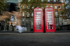 Jogging (David Riscado Gomes) Tags: life morning red england man london spring twins nikon day telephone londres nikkor jogging blury goodweather nikkor1855mm bluryeffect nikond5200