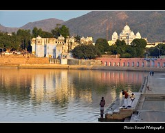 Evening ablutions (Olivier Simard Photographie) Tags: india lake temple asia lotus prayer pray lac asie sikh pushkar cygne rajasthan brahma inde candidshot ghat hindouisme prière dévotion gurudwarasinghsabha ajmerdistrict devanāgarī पुष्कर kartikpurnima ब्रह्मा mygearandme mygearandmepremium mygearandmebronze mygearandmesilver trimūrti oliviersimardphotographie httpelephantravelcom