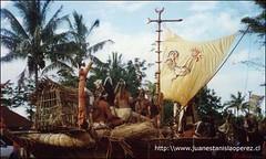 Un carro alegórico representativo de la cultura rapa núi. Obsérvese el gallo, un emblemático símbolo en la historia y cultura del pueblo rapa núi. Miércoles 20 de febrero 2002.