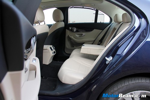 2015-Mercedes-C-Class-Diesel-06