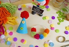 Carnaval de Pompom (PAP com molde) (Ateliê Bonifrati) Tags: birthday carnival party cute colors diy craft carnaval festa aniversário template tutorial pap molde pompom passoapasso bonifrati