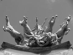 """""""L'Harmonie triomphant de la Discorde"""" (Georges Rcipon), l'un des deux quadriges de la faade du Grand Palais,  Paris. (Lejeune Grgory) Tags: paris france grandpalais"""