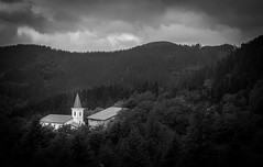 Santa Marina, Tolosaldea (P. Mendizabal) Tags: blancoynegro pueblo paisaje montaa gipuzkoa airelibre monocromtico tolosaldea caseros villageeuskadi