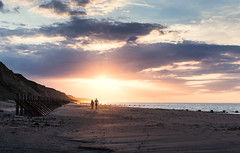 Sidestrand 08/07/2016 (Matthew Dartford) Tags: sunset beach silhouette couple glow shadows norfolk peaceful remote walkers eastanglia overstrand sidestrand