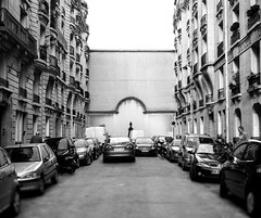 suddendly there was a wall (Zinografie) Tags: street bw paris wall blackwhite strasse stop sw