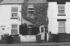 om10 - ivy house (johnnytakespictures) Tags: street blackandwhite white house black film home town ivy olympus om10 bin analogue ilford dustbin nuneaton xp2super