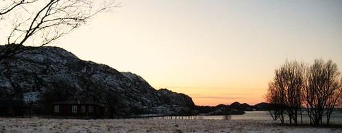 """Vinterlys over Hjartøya, desember 09 <a style=""""margin-left:10px; font-size:0.8em;"""" href=""""http://www.flickr.com/photos/110173116@N08/11116279203/"""" target=""""_blank"""">@flickr</a>"""