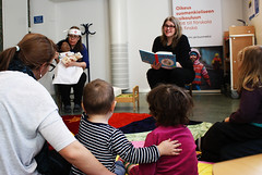 Sagostund Vllinby bibliotek (stockholms_stadsbibliotek) Tags: boy woman baby girl children book child library libraries books parent playtime storytime vllingbybibliotek stockholmpubliclibraries