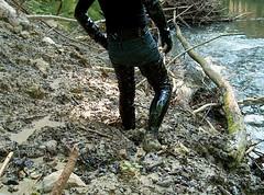 IM005384 (hymerwaders) Tags: mud boots stones steine thigh overknee pvc schlamm stiefel