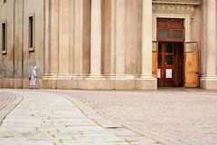 L'isolamento della povert - The isolation of poverty. (sinetempore) Tags: lisolamentodellapovert theisolationofpoverty torino turin street piazzasancarlotorino donna woman povert poverty elemosina chiesa church